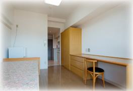 山手女子学生会館マドリーヌの居室一例